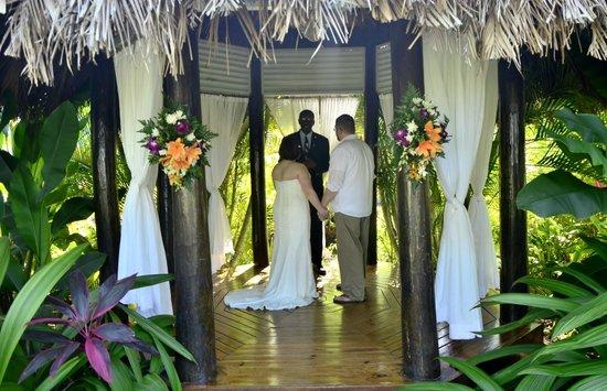 Couples Negril : garden gazebo