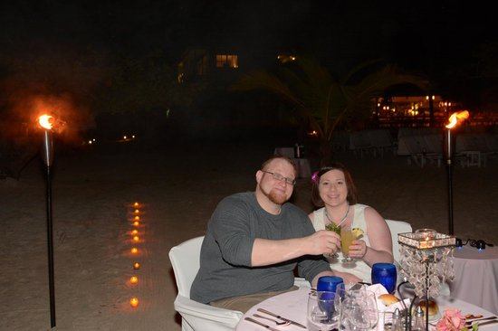 Couples Negril : private candlelight dinner on the beach
