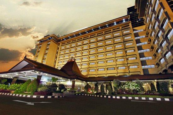 Kartika Chandra Hotel: Exterior
