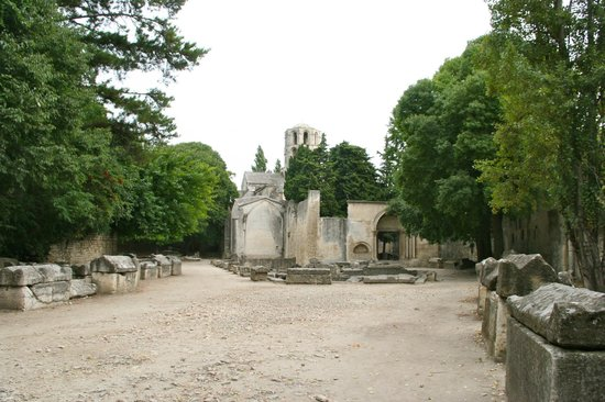 Les Alyscamps : l'eglise St Honorat