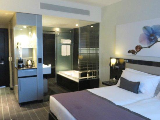 The Maslow : The Bedroom/Bath arrangements