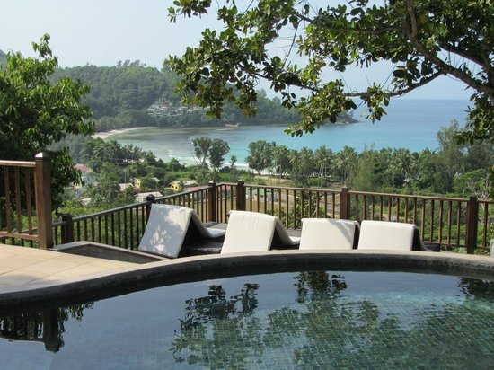 Valmer Resort : Piscine & vue sur la baie lazare