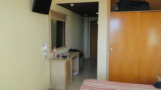 Marconfort Beach Club Hotel: Zimmer Eingangsbereich Zi. 804