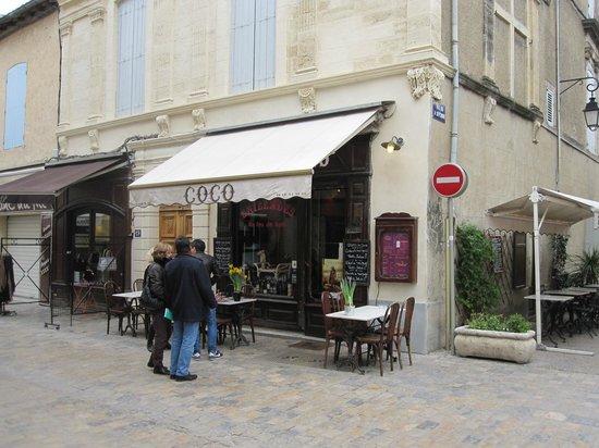 Chez Coco : entrée du restaurant dans la Grand Rue