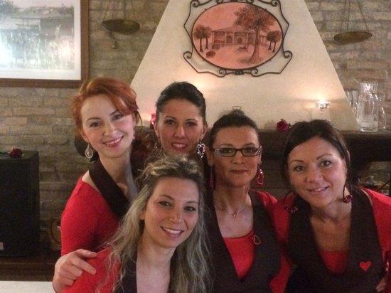 Finale Emilia, Italie : La ragazze della Vecchia Quercia