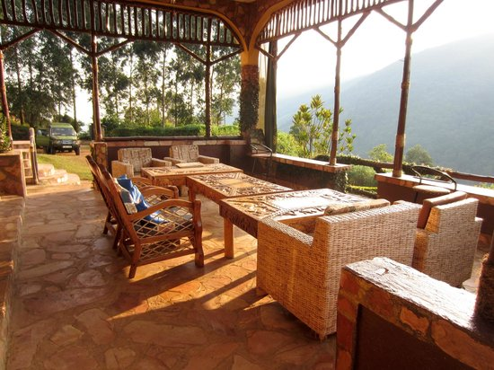 Silverback Lodge: Entrance area - a great place to relax at the end of the day, with fantastic views!