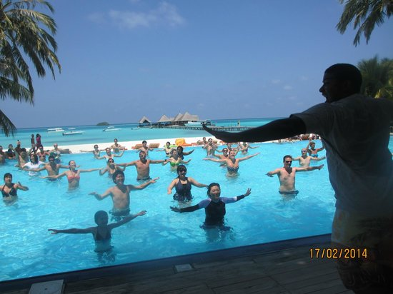 Club Med Kani : Aqua fitness to music