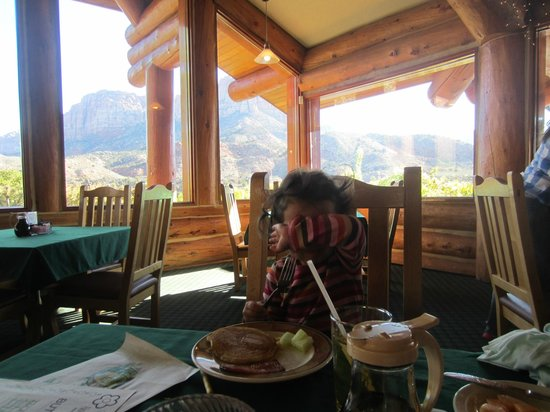 Majestic View Lodge: Breakfast at restaurant