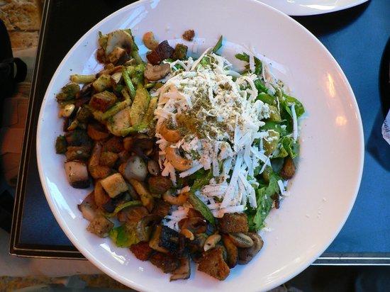 Cafe Rimon : салат с песто