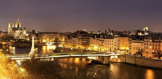 Paris, France: Ile Saint-Louis by night