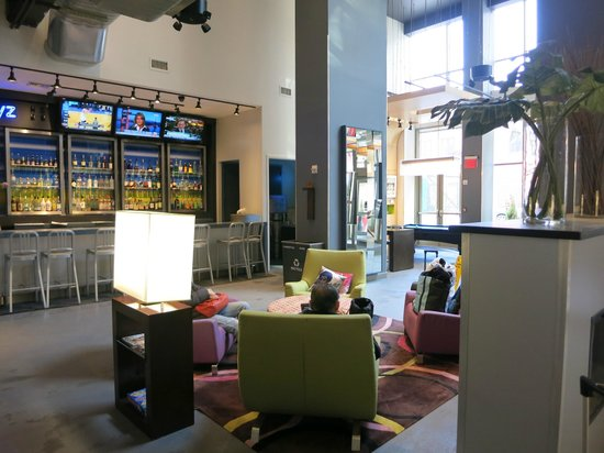 Aloft New York Brooklyn: lobby