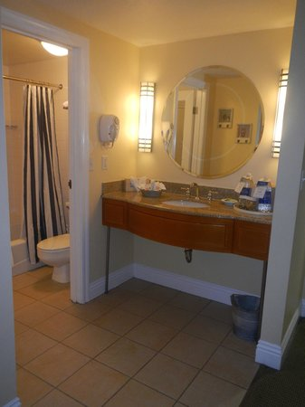 Pismo Lighthouse Suites: bathroom 1