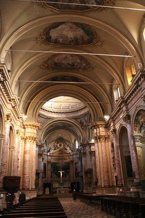 Basilica di Sant'Alessandro in Colonna : interno