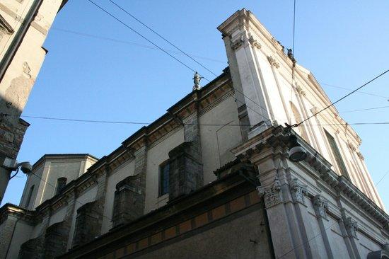 Basilica di Sant'Alessandro in Colonna : lato