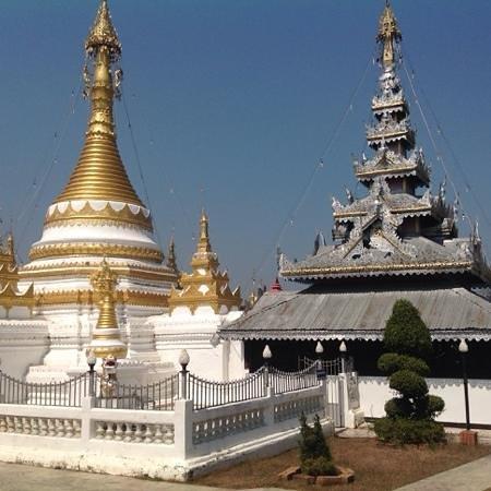 Wat Chong Kham : stile thai e birmano