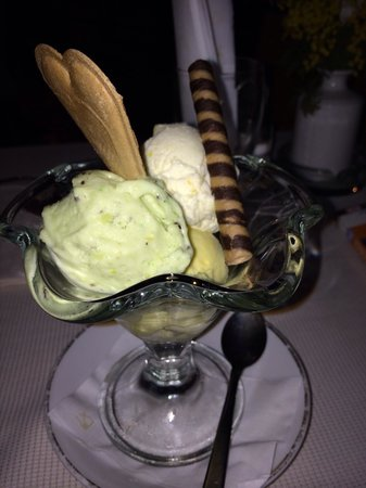 Bar Tre Scalini : Kiwi, pineapple, mango gelatto