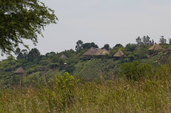Kyambura Game Lodge: View of the lodge from the main road