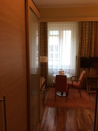 Hotel Am Stephansplatz: Doppelzimmer Sitzgelegenheit