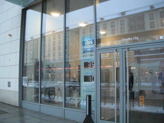 Ibis Budget Dresden City: ホテルの入口