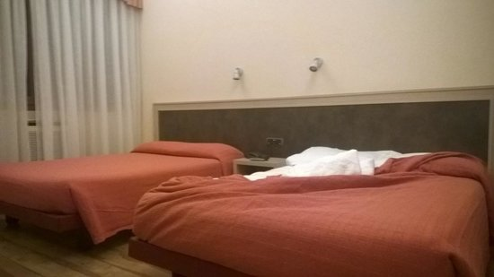 Augustus Hotel: letto enorme