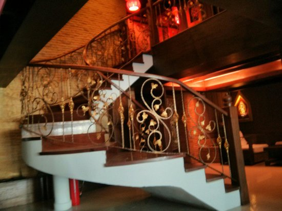 Sira Boutique Hotel: Staircase