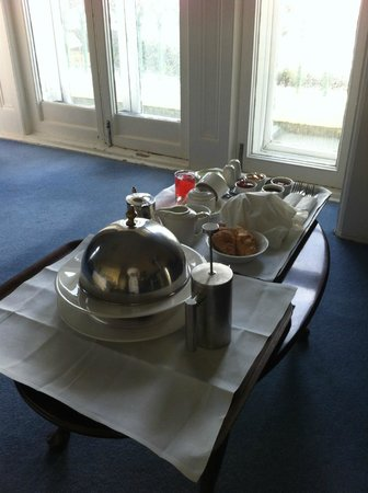 The Falmouth Hotel : Breakfast in bed