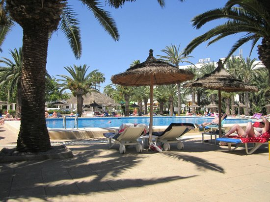 Hotel Kanta : one of the pools