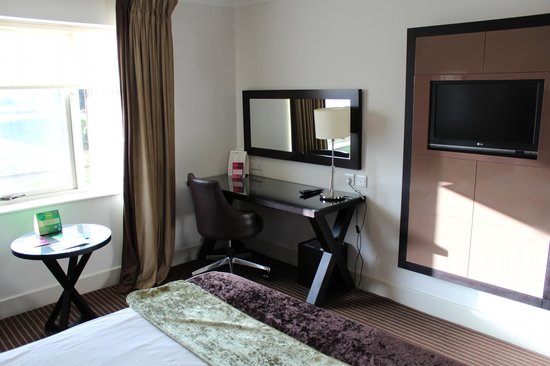 De Vere Staverton Estate: standard bedroom suite