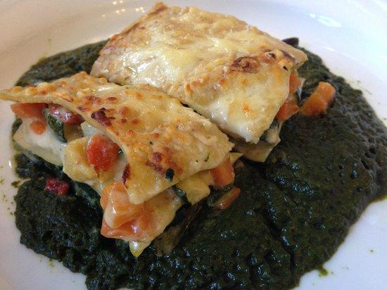 El Trull: Lasaña de verduras con bechamel de setas y coulis de espinacas