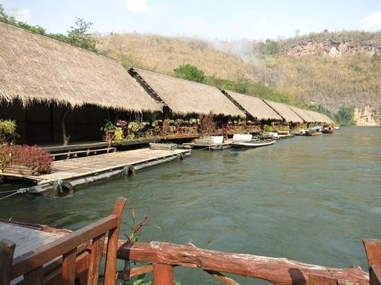 River Kwai Jungle Rafts Resort: Floating jungle rafts on the river Kwai