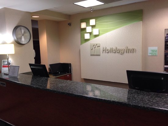 Holiday Inn Palmdale : Front desk