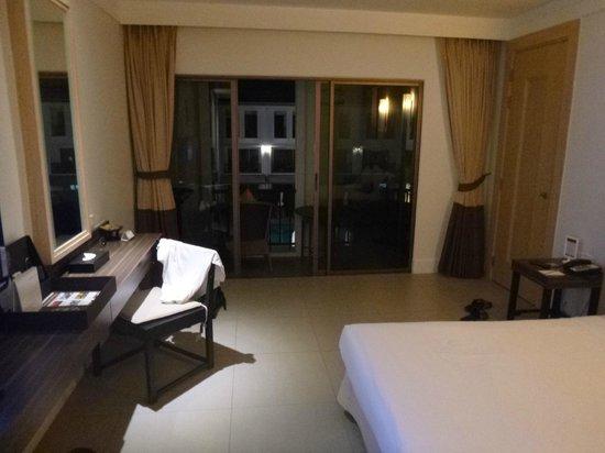 Sawaddi Patong Resort & Spa: Room