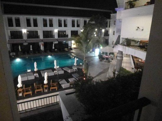 Sawaddi Patong Resort & Spa : Pool