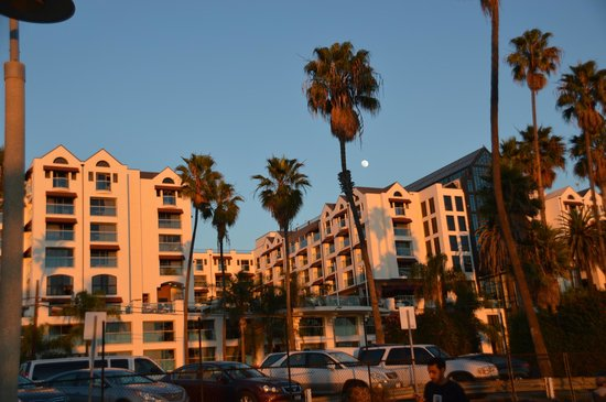 Loews Santa Monica Beach Hotel: hotel from the beach