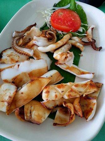 Baan Itsara Restaurant : Grilled squid