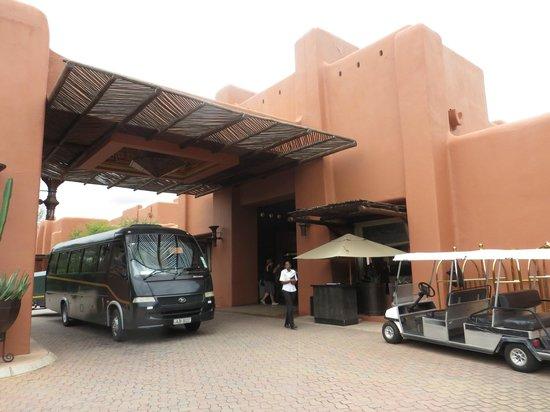 AVANI Victoria Falls Resort: Reception