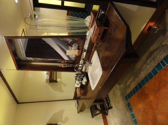 B2 Ayatana Premier Hotel & Resort: el banio