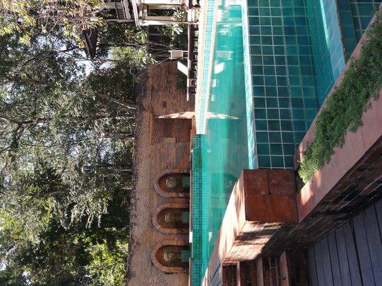 B2 Ayatana Premier Hotel & Resort: la piscina