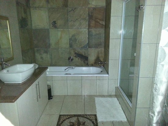Accommodation at Van's: En-suite bathroom