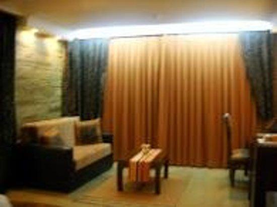 Enashipai Resort & Spa: room at night