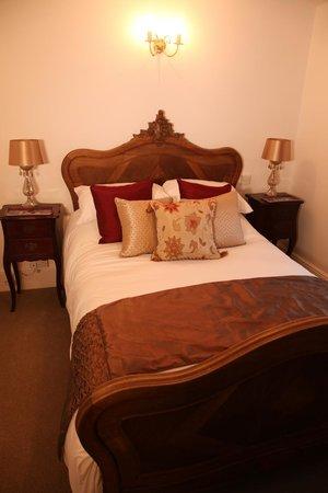 The Kings Head: Parisian Room