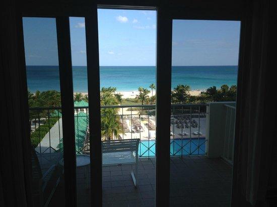 Sea View Hotel: Вид из номера на бассейн отеля