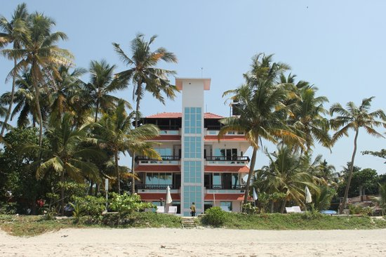 Palm Beach Resort: the hotel right on the beach