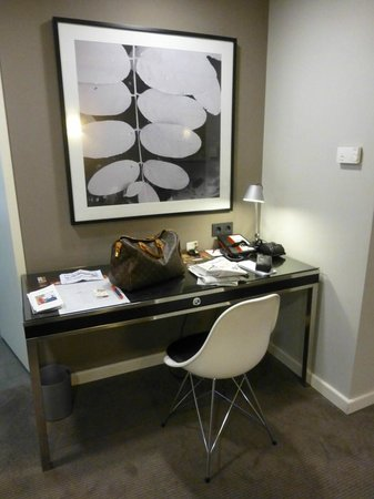 Adina Apartment Hotel Hamburg Michel: Schreibtisch