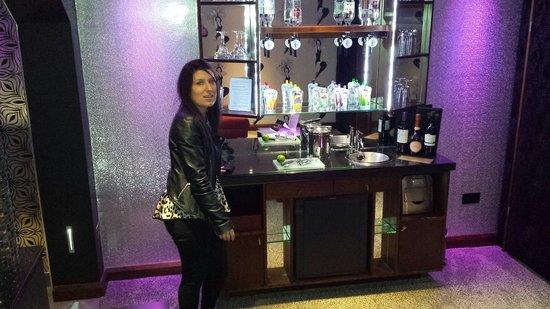 Cranleigh Boutique: comp cocktail bar