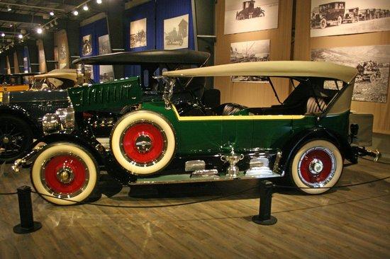 Fountainhead Antique Auto Museum: 7