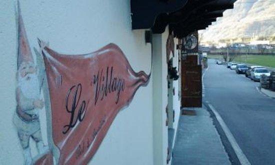 Le Village : Dal piano terra...