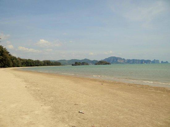 Pan Beach Bungalows: plage