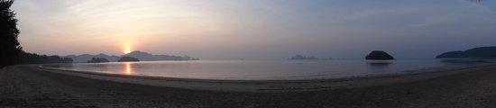 Pan Beach Bungalows: lever de soleil