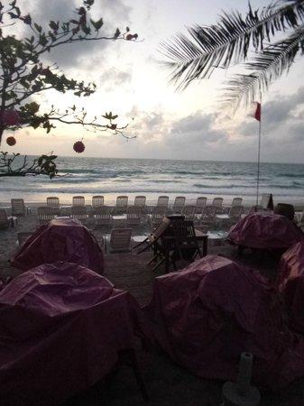 Chaba Samui Resort: Beach